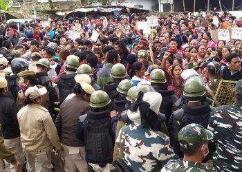 Assam: Laika-Dodhia residents clash with police in Tinsukia 5