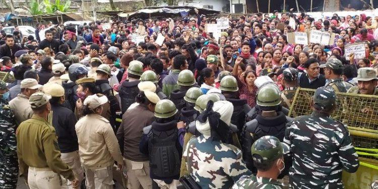 Assam: Laika-Dodhia residents clash with police in Tinsukia 1