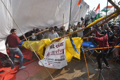 Locals clash with protesting farmers at Singhu border 1
