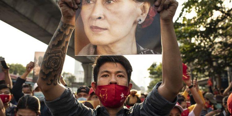 Civil Disobedience Movement intensifies in Myanmar, Facebook blocked 1