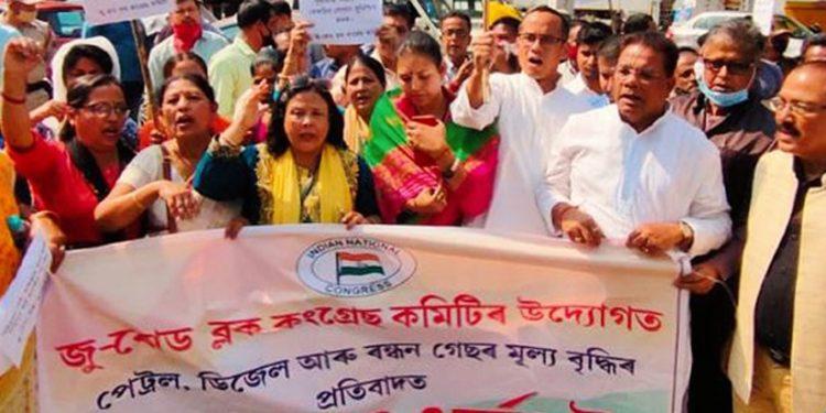 Assam Congress' fuel hike protest intensifies 1