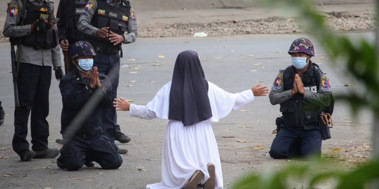 Myanmar: Photo of nun pleading armed policemen go viral, neglecting the pleas police open fire killing 2 persons 1