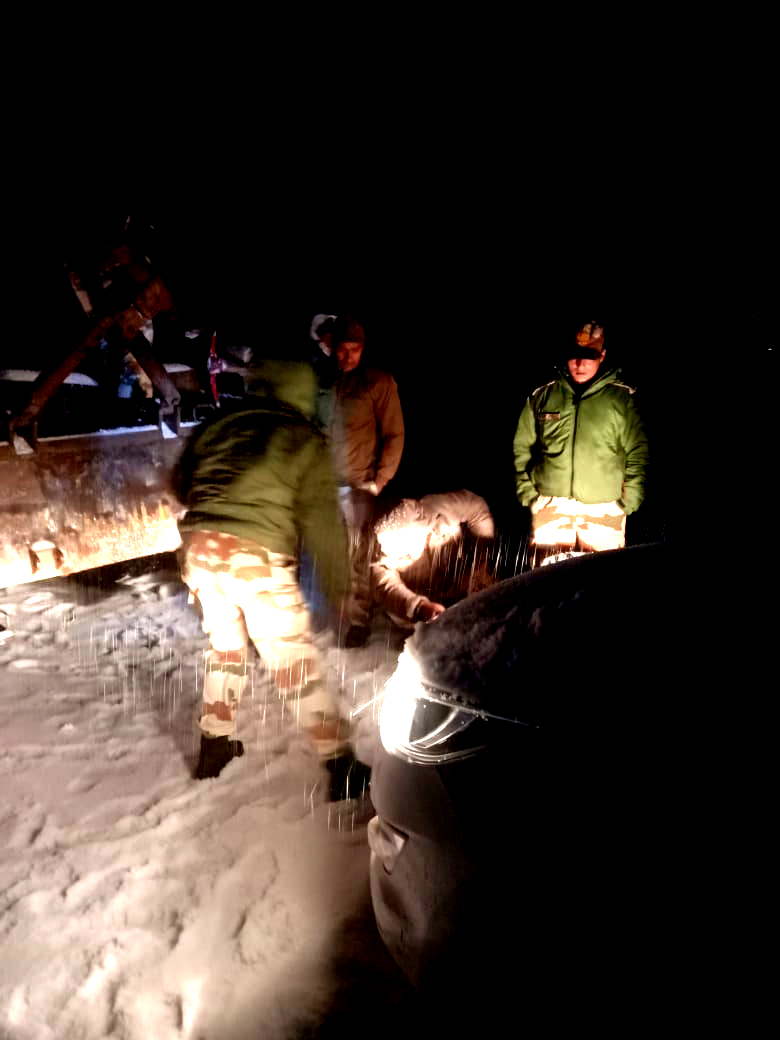Sikkim: 17 stranded tourists rescued by ITBP personnel near Nathula 2