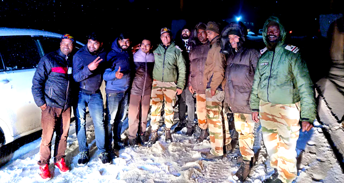 Sikkim: 17 stranded tourists rescued by ITBP personnel near Nathula 1