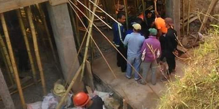 They died due to suffocation inside the under-construction well at Lumpyrtuh-Mihmyntdu in West Jaintia Hills district on Monday.