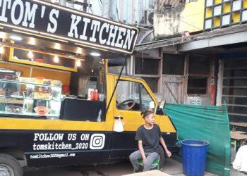 A mobile food truck at Circular Road in Dimapur. Image:  Bhadra Gogoi