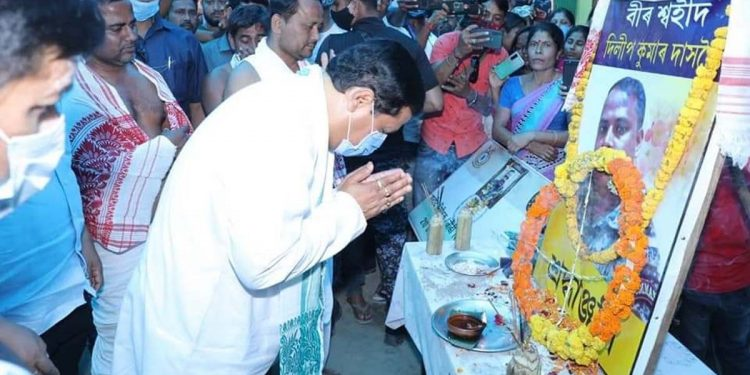 Assam CM Sarbananda Sonowal paying tribute to CRPF inspector