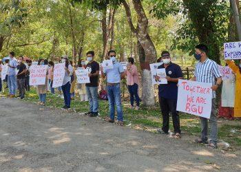 Arunachal Pradesh: Rajiv Gandhi University scholars and students protest against notice to vacate hostels 2
