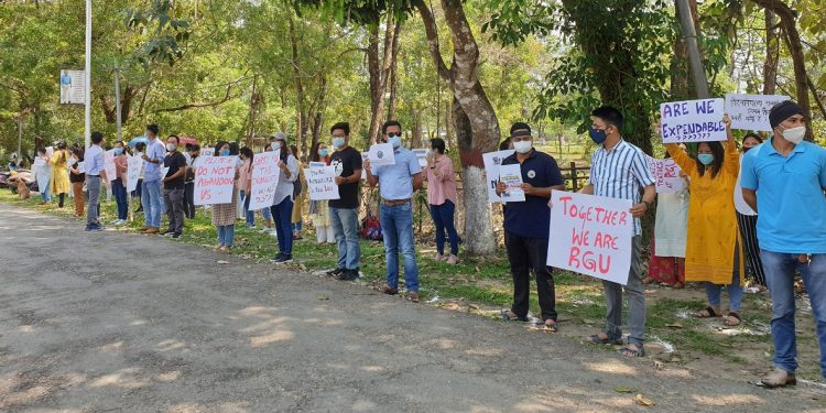 Arunachal Pradesh: Rajiv Gandhi University scholars and students protest against notice to vacate hostels 1