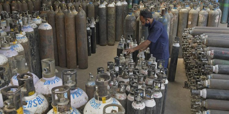 Covid-19: Day after Delhi HC pulls up Centre, Govt stops oxygen supply to industry 1