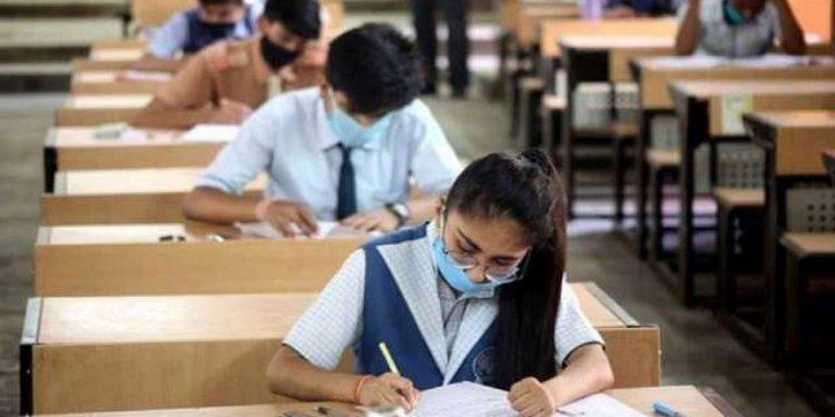CBSE class 10 board exam cancelled, class 12 exam postponed 1