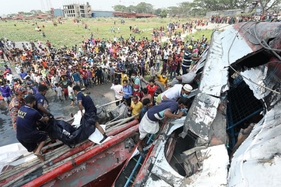 Bangladesh ferry capsize toll rises to 34 1