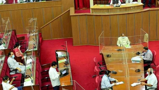 Three BJP MLAs suspended for hurling shoes at Speaker in Assembly 1
