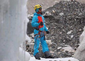 Blind mountaineer Hong