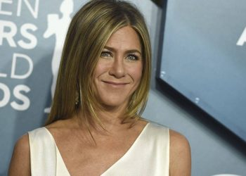 Jennifer Aniston urges fans to help India, as COVID-19 infections sweep country 1