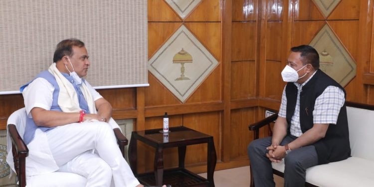Minister Hek on Saturday met CM Sarma in Guwahati and requested him to resume the chief minister-level talks.