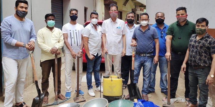 Muslim Council Dimapur president Ahidur Rahman (5th from left) with the 'Alvida volunteers'.