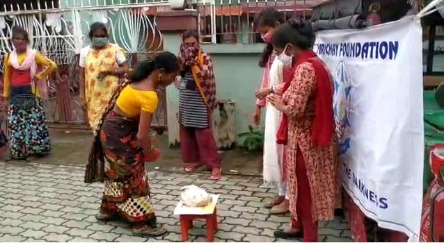 Covid-19 lockdown crisis: NGO helps transgenders with food in Guwahati 1