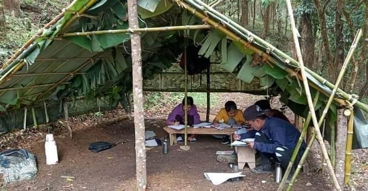 Students' organisations have constructed temporary huts made of bamboo, tarpaulin and banana tree leaves on hilltop to cope with poor internet connectivity. (File image)