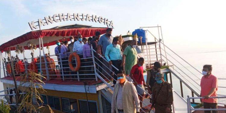 floating restaurant Kanchenjunga