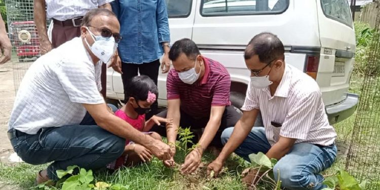 Jahnavi Kiran Kalita celebrated her birthday byplanting a neem sapling outside thePathsalaCivil Hospital gate.