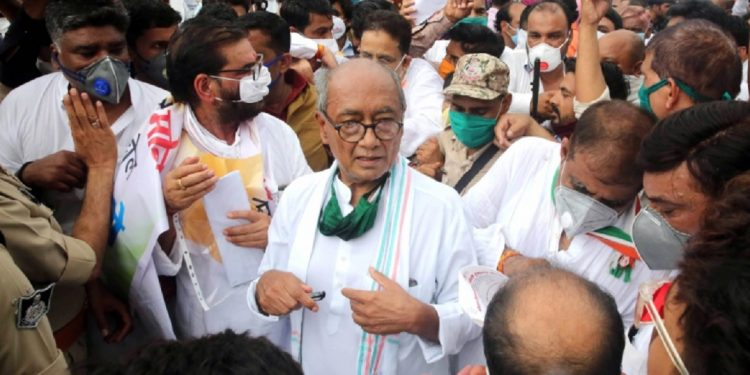 Fuel prices can be reduced by Rs 25, says Congress leader Digvijay Singh before police registers case against him 1