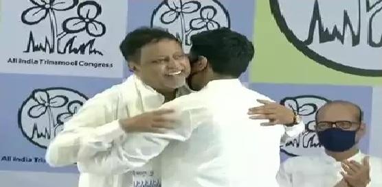 Mukul Roy was felicitated by Abhishek Banerjee.