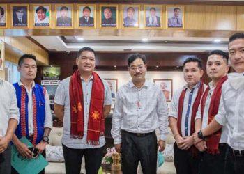 Delegates of the youth wing of Adi Baane Kebang with Arunachal Pradesh CM Pema Khandu.