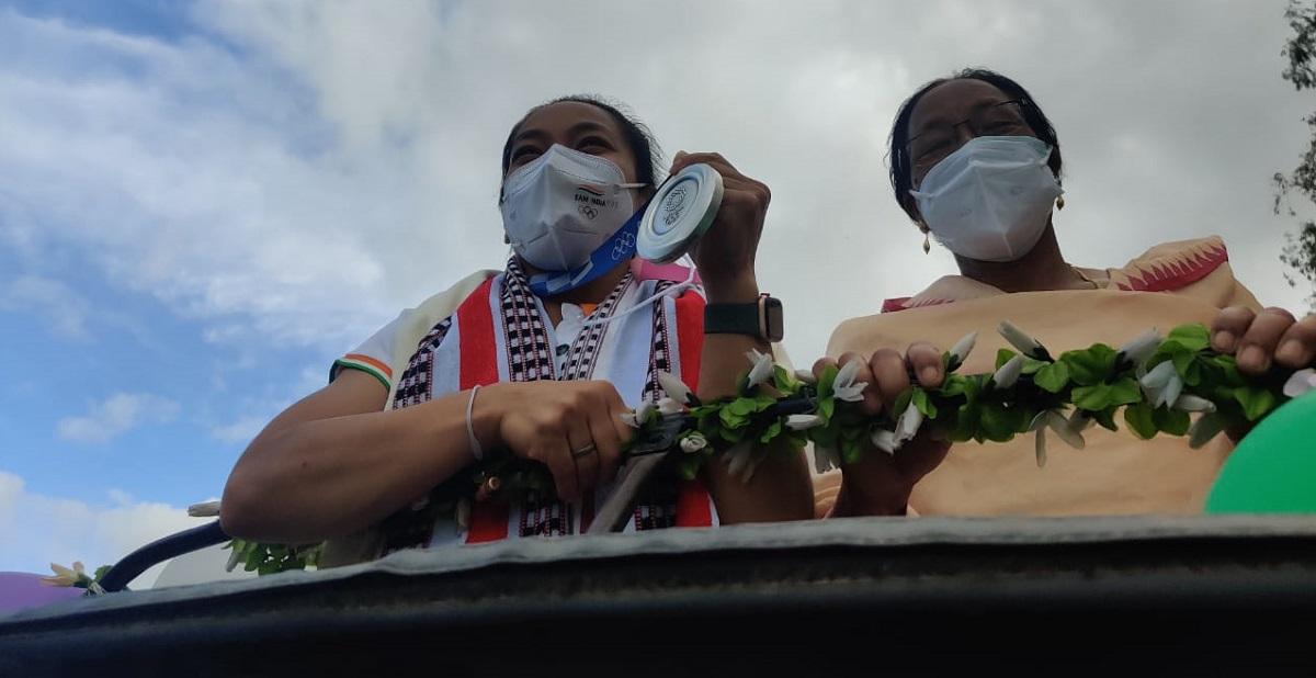 Tokyo Olympics medallist Manipur's Mirabai Chanu returns home, accorded hero's welcome 4