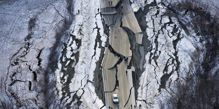 Massive 8.2 magnitude earthquake jolts Alaskan peninsula, triggers Tsunami threat 1