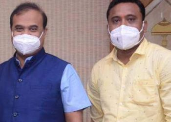 Photos of CM Himanta Biswa Sarma with man accused of illegal kidney trade leave Assam BJP red faced 2