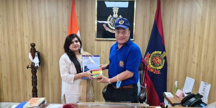 Renowned Hindi writer Renu Saini to pen biography of Northeasterners' go to man in Delhi - IPS officer Robin Hibu 1