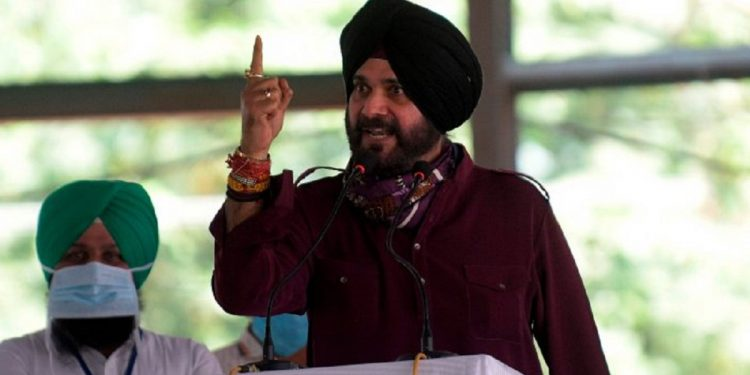 Is Congress leader Navjot Singh Sidhu joining Aam Aadmi Party? 1