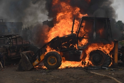 Maoists torch 6 road construction vehicles 1