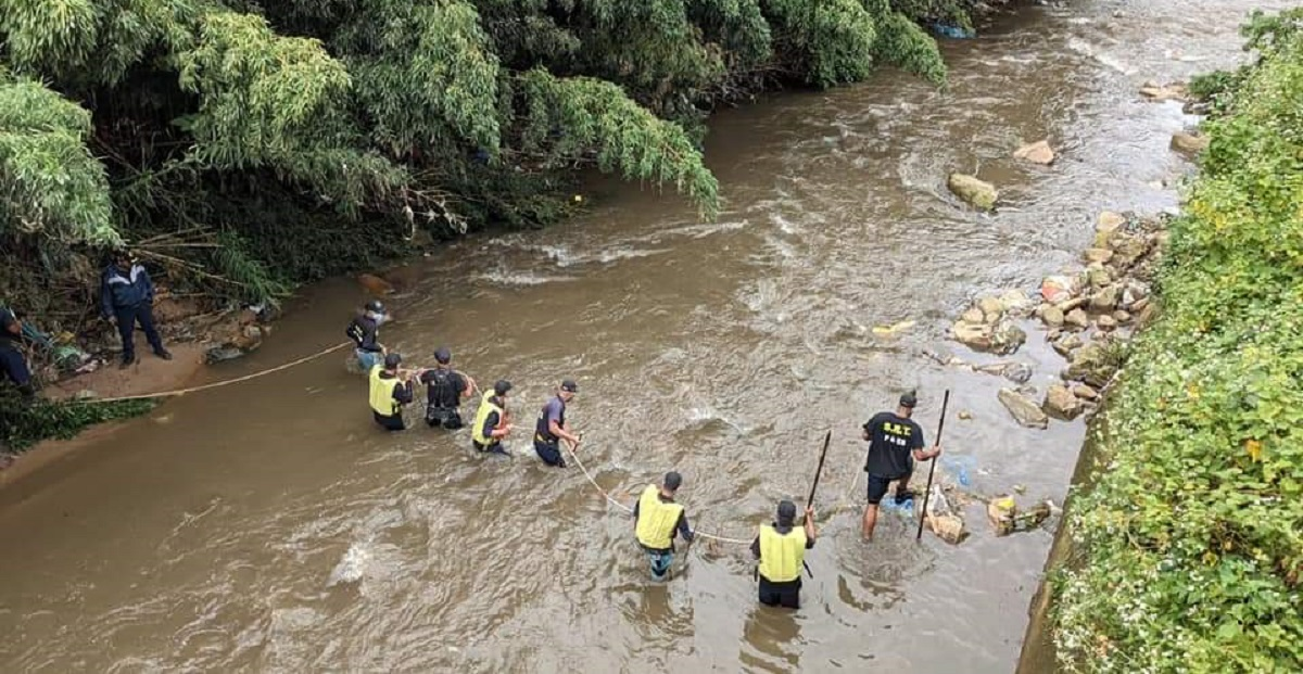 Meghalaya police's missing INSAS rifles fished out from Umkhrah River in Shillong 5