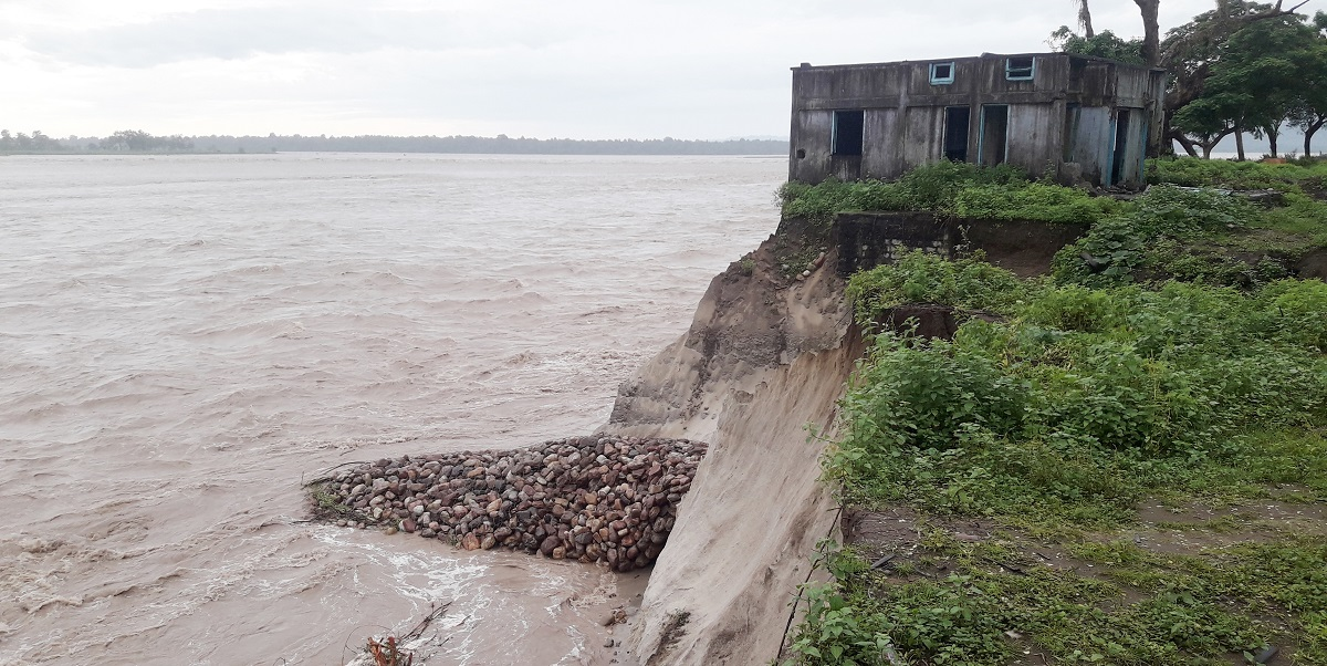 Arunachal Pradesh Floods: Siang River erodes girls' hostel, sericulture farm 4