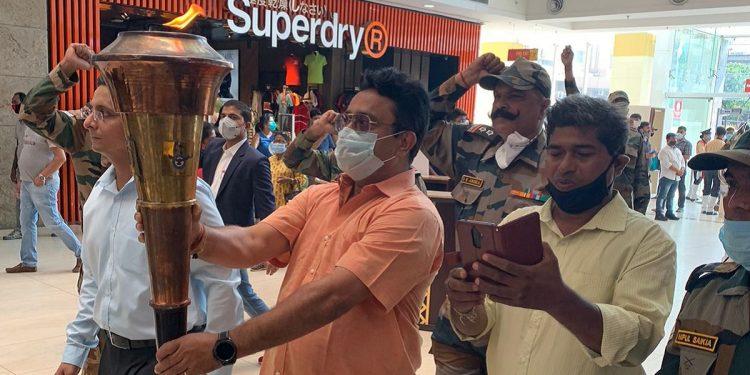 Assam: Loud cheers welcome Swarnim Vijay Mashaal at City Centre Mall in Guwahati 1