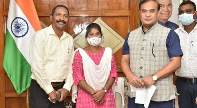 Assam CM meets Olympic torchbearer Pinky Karmakar, assures help 1