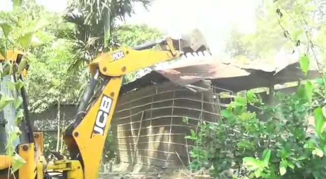 Assam: Darrang district administration carries out eviction drive at Dholpur, frees 4,500 bighas of land 1