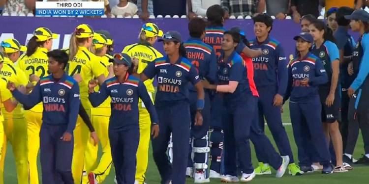 Indian eves beat Australia, pull off record run chase to end Aussies' 26-match unbeaten streak 1
