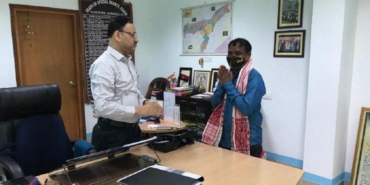 Assam: Top Maoist leader Tingraj Orang surrenders 1