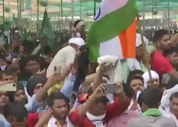 Hundreds of protesting farmers vow to campaign against BJP in UP polls 3