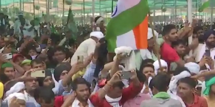 Hundreds of protesting farmers vow to campaign against BJP in UP polls 1
