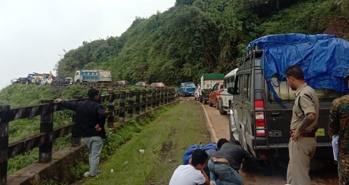 Hanging by a thread: Accident along Pynursla-Shillong road in Meghalaya, dumper rams into car 7