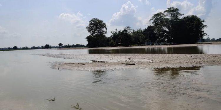 Assam: Inter-district gap on river-bank protection leaves 9 Lakhimpur villages with sand 1