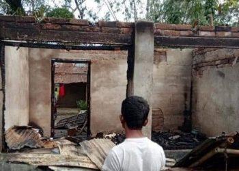 Bangladesh communal violence: Arsonists torch 29 homes belonging to Hindu families 1