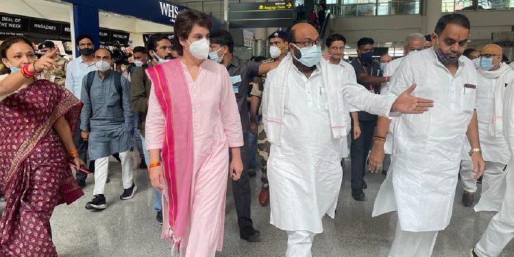 Priyanka Gandhi arrives in Varanasi, to lead mega kisan rally in Modi's turf 1