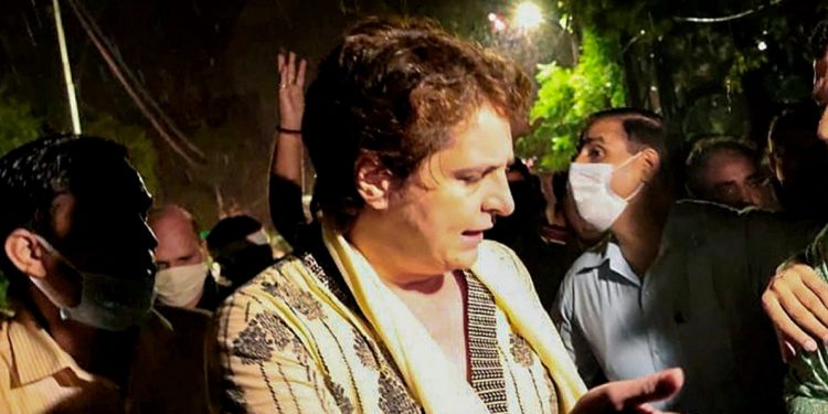 Priyanka Gandhi's 'illegal detention' by UP police continues, Congress ups ante 1