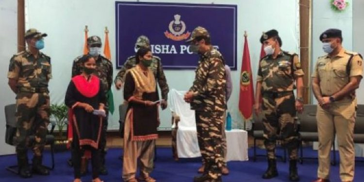Two women Maoists surrender before police 1